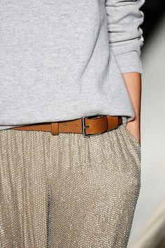 Na verdade, minha intenção foi na textura da calça. Adoraria saber de quem é a grife