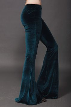 Millionth pair of velvet pants I've added on p interest Edgy Bohemian, Hippie Boho, Boho Chic, 70s Fashion, Vintage Fashion, Sugarhigh Lovestoned, Gypsy Style, 70's Style, Boho Life