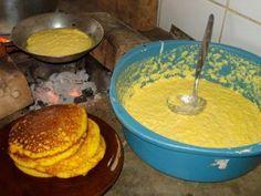 Bom dia ,meu povo! Olha que gostosura! Broa de frigideira de D.Mariquinha 2 ovos 1 xícara de açúcar 2 espigas de milho verde 1 xícara de trigo 1 colher rasa de fermento em pó 1 xícara de leite 1 pitada de sal Erva doce Ralar o milho,bater ligeiramente os ovos Acrescentar os outros ingredientes, misturar…