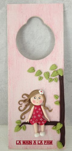 Plaque de porte fillette sur branche