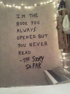 Ich bin das Buch,dass du immer öffnest aber liest. Die Geschichte so schnell.