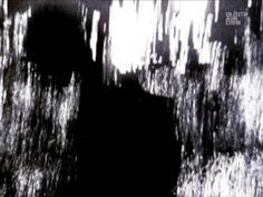 """Action : Study, Richard Kerr  2009, 16 mm, 05'00"""", n&b / b&w, sonore / with sound, Canada  Tourné en 1987 sur pellicule 16mm à haut contraste, 'action : study' marque la genèse d'un processus d'essais que Kerr lui-même nomme 'esquisses digitales'. 'action : study' illustre la fille du cinéaste jouant sur les rives de la baie Géorgienne (Ontario, Canada) mais nous pourrions facilement penser qu'il s'agit d'une animation abstraite. Kerr associe des innovations techniques"""