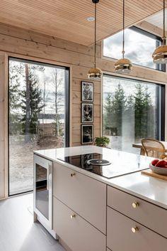 Modern Cabin Interior, Kitchen Interior, Kitchen Decor, Modern Log Cabins, Rustic Cabins, Cabin Kitchens, Log House Kitchen, Log Cabin Homes, Cabin Interiors