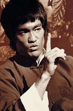 EL BLOG DE BRUCE LEE.: REFLEXIONES DE BRUCE LEE. Bruce Lee Art, Bruce Lee Martial Arts, Kung Fu, Bruce Lee Pictures, Eminem, Star Trek Posters, Brandon Lee, Enter The Dragon, Martial Artists