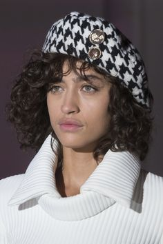 Wanda Nylon at Paris Fashion Week Fall 2017 Fashion News, Fashion Show, Paris Fashion, Nylons, Neck Massage, Hat Hairstyles, Houndstooth, Winter Hats, Hair Accessories