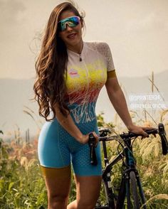 Bicycle Women, Bicycle Girl, Female Cyclist, Cycling Outfit, Cycling Clothing, Cycling Girls, Full Figured Women, Bike Style, Athletic Women
