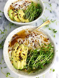 Homemade Bone Broth Ramen Bowls (gluten-free) - rachLmansfield Homemade Bone Broth Ramen Bowls made with all gluten-free and dairy-free ingredients for an easy and delicious homemade ramen recipe! Ramen Recipes, Noodle Recipes, Healthy Recipes, Healthy Food, Asian Recipes, Free Recipes, Recipies, Healthy Dinners, Veggie Recipes