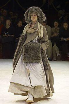 Yohji Yamamoto Fall 2000 Ready-to-Wear Fashion Show - Erin O'Connor, Yohji…