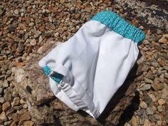 Pantalón corto de pique blanco con detalle en la cintura. P008. 30€ Niños/ 35€ Adulto
