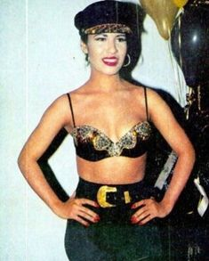 Selena Quintanilla Perez, Selena Pictures, Celebrity Makeup Looks, I Miss Her, Female Singers, Celebs, Celebrities, Role Models, My Idol