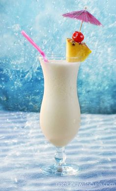Pina Colada - a sweet tropical cocktail made with rum pineapple juice and coconut cream!Classic Pina Colada - a sweet tropical cocktail made with rum pineapple juice and coconut cream! Refreshing Summer Drinks, Summer Cocktails, Cocktail Drinks, Fun Drinks, Yummy Drinks, Beverages, Malibu Rum Drinks, Coconut Rum Drinks, Fruity Drinks