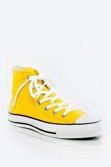 Gelbes #Converse # $ 45, #howtostyleyellowconverse #lightyellowconverse #yellowconverseart #yellowconversetumblr Yellow Converse, Converse Shoes, Converse Tumblr, Types Of Shoes, Converse Chuck Taylor, High Top Sneakers, Menswear, Pairs, Clothes For Women