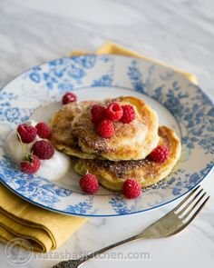 You must try these simple yet delicious Ukrainian syrniki with Farmer's cheese. They known as tvorog pancakes. Tasty Pancakes, Breakfast Pancakes, Pancakes And Waffles, Breakfast Recipes, Breakfast Ideas, Sirniki Recipe, Ukrainian Recipes, Ukrainian Food, Cheese Recipes
