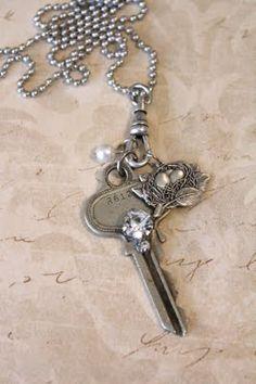 lovely key necklace <3