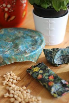 Create beeswax food wraps in minutes with this easy tutorial. Makes a great eco … Create beeswax food wraps in minutes with this easy tutorial. Makes a great eco friendly alternative to cling film, tin foil or parchment paper. Beeswax Paper, Diy Kitchen Projects, Kitchen Ideas, Kitchen Design, Diy Projects, Sewing Projects, Bees Wax Wraps, Eco Friendly Cleaning Products, Beeswax Food Wrap