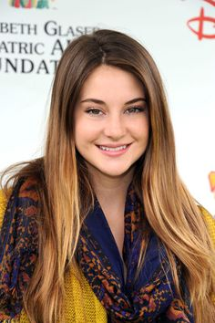 Shailene Woodley Celebrity Beauty Tips and Tricks | Celebrity Makeup Ideas Our beauty experts reveal the tricks and must-have products behind the prettiest hair and makeup celebrity looks. #makeup #beauty #hair #celebrity #orglamix