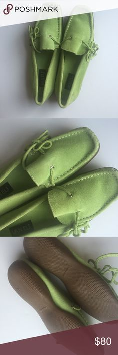 Vaneli Lace Up Green Leather Loafers These gorgeous green genuine leather shoes from Vaneli are ideal for fall! 💚🍂 Size 7M, imported from Brazil, and super comfortable, you'll never want to take these off. Laces tie on the side. Vaneli Shoes Flats & Loafers