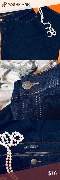 Lee Capri Jeans- Size 22W NWOT Dark Blue Denim Capri. Lee Jeans Ankle & Cropped