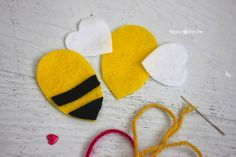 Felt Bumble Bee Keychain - Repeat Crafter Me