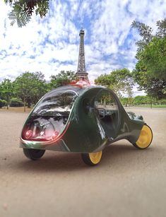 The last time Paris had a taxi of it's own was prior to WWI. Psa Peugeot Citroen, Citroen Car, Strange Cars, Weird Cars, Citroen Concept, Concept Cars, Taxi In Paris, Move Car, Automobile