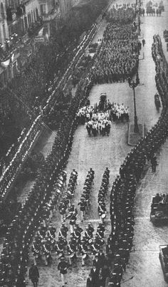eva peron (evita) eva peron funeral Dies of cervical cancer Cancer Prevention Diet, President Of Argentina, Cervical Cancer, Before Us, Funeral, City Photo, In This Moment, History, Pictures