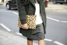 Monikh, queen of coats, from teddy fur to fuzz, all the trends are covered.