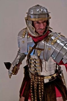 A Roman Soldier wearing a 'manica', an arm guard. Originally believed to have… Rome History, Ancient History, Panzer Tattoo, Roman Armor, Roman Legion, Roman Era, Roman Soldiers, Ancient Rome, Roman Empire