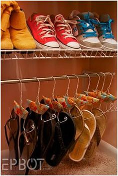 Try this DIY shoe hanger activity. Just take wire hangers from around the house and turn them into shoe hangers! Perfect to help organize your closet. Organisation Hacks, Closet Organization, Clothing Organization, Organizing Ideas, Organizing Shoes, Flip Flop Hanger, Organizar Closets, New Swedish Design, Shoe Hanger