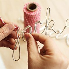 Craft Ornaments Tutorial: Make Your Own Personalized Wire Ornaments, Make your own personalized ornaments this year for all the important people in your life. Tons of uses! Wire Crafts, Fun Crafts, Holiday Crafts, Holiday Fun, Holiday Break, Thanksgiving Holiday, Craft Gifts, Diy Gifts, Handmade Gifts