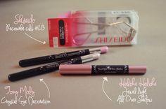 Shiseido, Recourbe cils. Tony Moly, Crayons pour les yeux. Holika Holika, crayon pour les paupières.