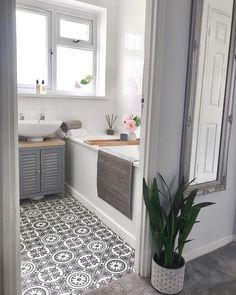 Tiny bathrooms 480688960228882549 - Have a look at doing this for a creative idea entirely. Tiny Bathroom Ideas Renovation Source by Tiny Bathrooms, Modern Bathroom, Small Bathroom With Bath, Family Bathroom, Bathroom Inspiration, Home Decor Inspiration, Bathroom Ideas, Bathroom Makeovers, Bathroom Sinks