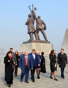 로씨야 및 독립국가협동체나라 정당련합대표단 만경대 방문, 여러곳 참관
