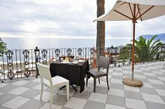 Dalle nostre Terrace Deluxe godetevi la vista sul golfo di Alassio in tutta intimità e relax. www.grandhotelalassio.it