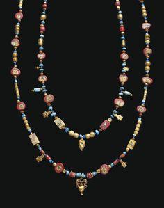 Collar romano.egipcio de oro y vidrios, datado entre los siglos II a.C. y II d.C.