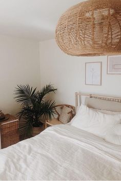 White linen bedding can be everything but boring. It adds a touch of effortless elegance, calm and a sense of serenity. Linen sheets, linen duvet covers, linen pillowcases and more available in various sizes. Bedroom styling by @lauriedouceur.