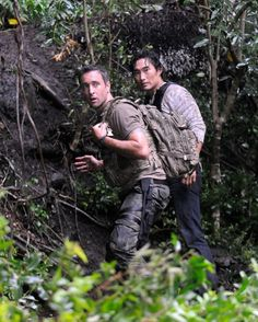 Steve (Alex O'Loughlin) and Chin (Daniel Dae Kim)