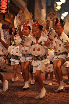 Benkeiren dance team at Koenji Awaodori Festival, 2013 by tokyobling