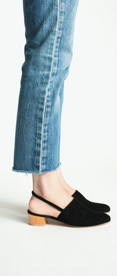 Inspiration for the Dawn rigid jeans sewing pattern by Megan Nielsen // Anne Thomas Black Williamsburg Sock Shoes, Jeans Shoes, Denim Pants, Cropped Jeans, Dream Shoes, Minimalist Fashion, Fashion Shoes, Style Fashion, Passion For Fashion