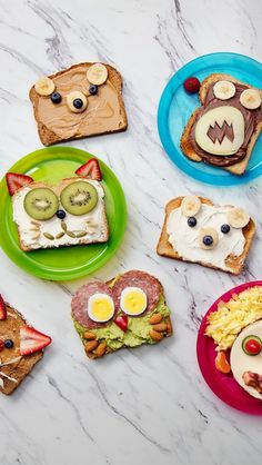 Recipe with video instructions: Make mornings fun by turning ordinary toast into cute animals by using peanut butter, cream cheese, bananas and veggies. Food Art For Kids, Cooking With Kids, Children Cooking, Healthy Children, Breakfast Toast, Breakfast For Kids, Breakfast Ideas, Cute Food, Good Food