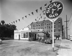 A 1950s Signal gas station in Los Angeles