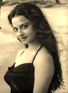 Are you looking for the greatest actresses of Indian Cinema? Here is a list of 100 Most Popular Bollywood actresses of all time selected from Beautiful indian actress of Hindi movies and South Indian films. Vintage Bollywood, Indian Bollywood, Bollywood Stars, Beautiful Bollywood Actress, Most Beautiful Indian Actress, Beautiful Actresses, Rekha Actress, Old Actress, Indian Celebrities