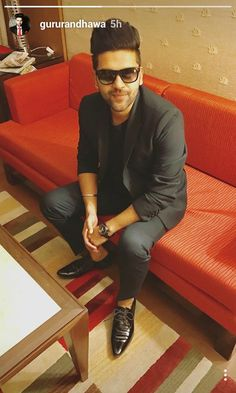 Guru Randhawa Guru Pics, Male Dress, Love Guru, Famous Singers, Backrounds, Girls Dpz, Film Industry, My Crush, Star Fashion