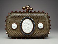 Bottega Veneta celebra los 250 años de KPM Porcelain con este exclusivo clutch