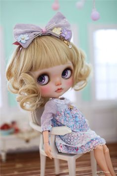 The set includes: # dress #headwear #socks Doll,shoes and other items are not included. All the products are handmade. There might be