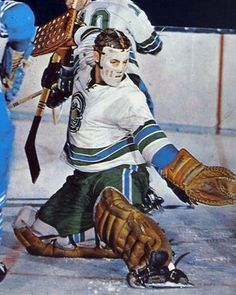 Gary Smith, Oakland Seals, 1969-70? Hockey Goalie, Hockey Teams, Hockey Players, Ice Hockey, Hockey Stuff, Sports Pictures, Cool Pictures, Nhl, Hockey Highlights