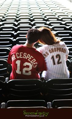 this is adorable!! a fantastic engagement  photo idea if your a baseball fan