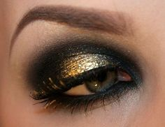 Ooh gold and black eyeshadow and lashes. Makeup.