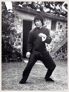 Bruce Lee fight stance.