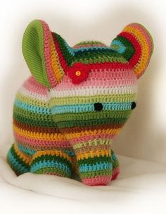 Crochet Elephant- love him! This looks a lot like an elephant I knitted once, but it would be much easier in crochet, I'm sure. Diy Tricot Crochet, Crochet Amigurumi, Love Crochet, Learn To Crochet, Crochet Crafts, Crochet Dolls, Yarn Crafts, Crochet Baby, Crochet Projects