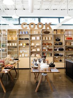 This is a good example of a retail stores because it has an open room design and displays all the products. Retail Store Design, Retail Shop, Supermarket Design, Design Café, Truck Design, Food Retail, Visual Merchandising Displays, Store Interiors, Kitchen Store